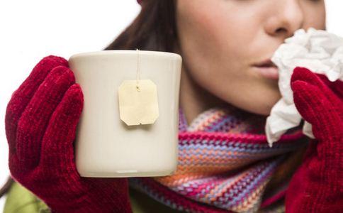 产后感冒了可以给宝宝喂奶吗 哺乳期感冒能给宝宝喂奶吗 感冒了还能给孩子喂奶吗