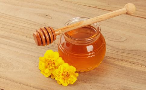 女子网购低价蜂蜜 如何辨别蜂蜜真假 真假蜂蜜的辨别方法