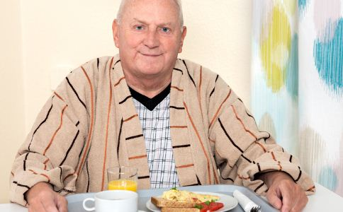 老人不吃早餐有哪些危害 老人吃早餐有什么宜忌 老人早餐不能吃什么