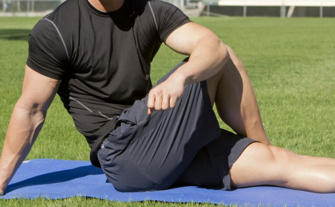 锻炼胸肌要用哪些健身器材 练胸肌用哪些器材较好 哪些器材能锻炼胸肌