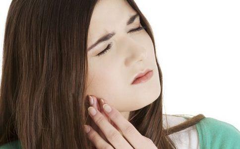 产后口腔溃疡是什么原因 产后口腔溃疡怎么办 如何治疗产后口腔溃疡