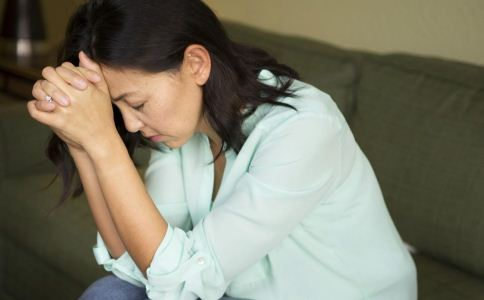 偏头痛的症状有哪些 偏头痛的表现有哪些 如何治疗偏头痛