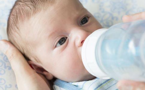 配方奶粉的冲调 怎么给宝宝冲奶粉 怎样给婴幼儿冲奶粉