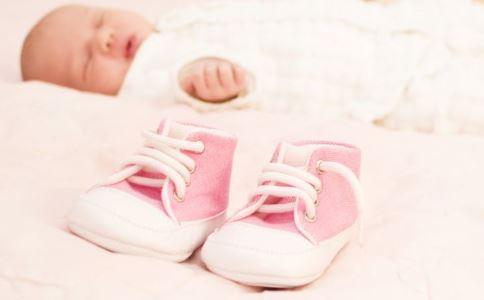 宝宝选鞋子误区 如何给宝宝挑鞋子 给宝宝挑鞋子要注意什么