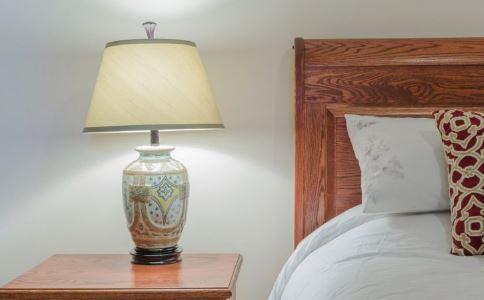 如何选购台灯 怎么选购台灯好 使用台灯要注意什么