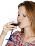 女性经期能喝酒吗 经期喝酒危害健康