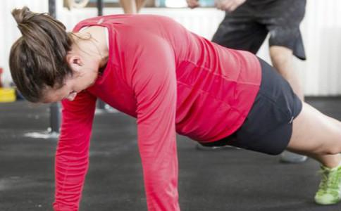 男性练俯卧撑有什么好处 女性练俯卧撑有什么好处 常练俯卧撑的好处有哪些