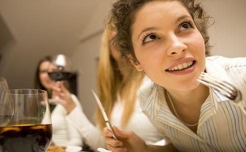 白领外出吃饭要如何避免长胖 白领预防长胖的方法有哪些 白领要怎么预防肥胖