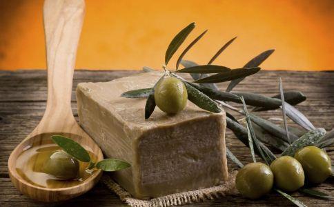 如何使用橄榄油美颜润肤 橄榄油的护肤功效 如何橄榄油制作面膜