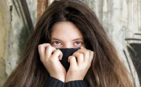 如何去除黑眼圈 去除黑眼圈有什么方法 去除黑眼圈吃什么