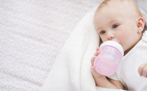 新生儿吃多少奶粉 新生儿一次泡多少奶粉 新生儿吃多少毫升奶粉