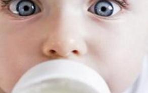 新生儿吃多少奶粉 新生儿护理常识