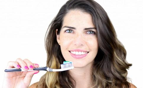 刷牙前牙刷是否要先沾水 正确刷牙方法 错误的刷牙方法