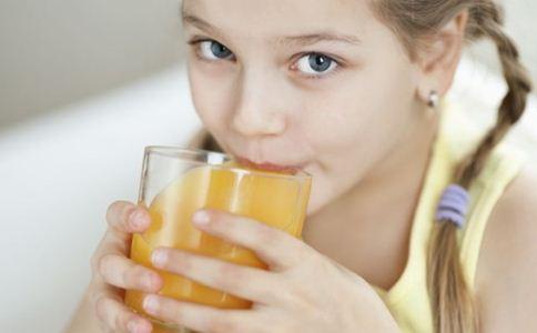 宝宝几个月可以喝果汁 宝宝多大能喝果汁 宝宝喝果汁注意事项
