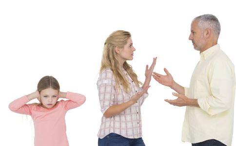 当着孩子的面你吵架吗 父母吵架对孩子的影响