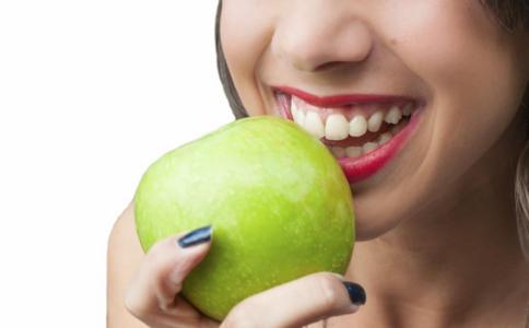 吸牙龈就出血怎么回事 牙龈出血是什么原因 牙龈炎怎么治疗