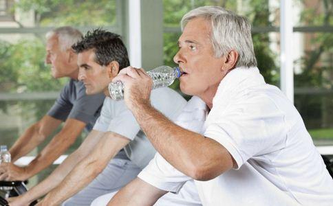 男士健身前吃什么好 男士健身前吃什么更塑形 男士健身运动前要吃哪些食物