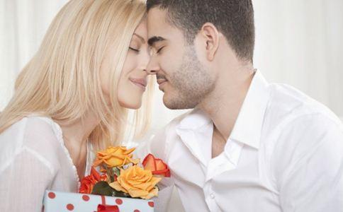 男人疼爱女人注意什么 男人怎么疼爱女人 男人疼爱女人的方法