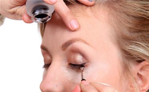 眼线怎么花 画眼线要注意什么 不同眼线笔如何画好眼线