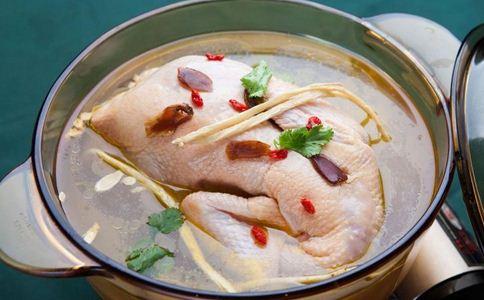 如何在家中熬鸡汤 熬鸡汤有什么学问 怎样熬鸡汤比较好喝