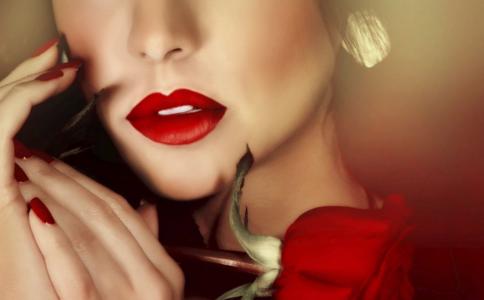 嘴唇干裂脱皮怎么办 护唇小妙招 唇炎的发病原因