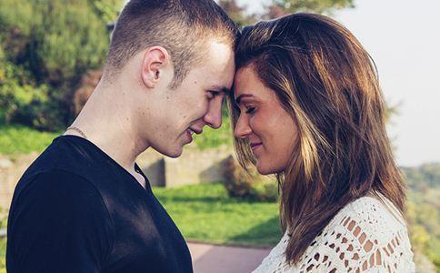 男人恋爱中的心态 男人恋爱中不好的行为 恋爱男人中的恶行