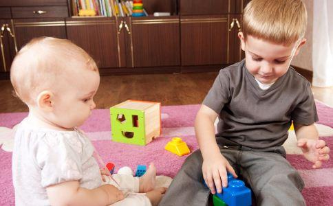 宝宝周岁以下玩什么玩具好 家长如何给孩子选购玩具 选购宝宝玩具的方法