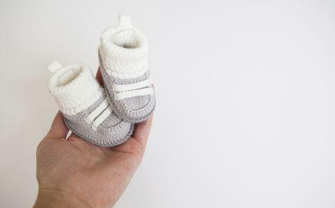 该怎么给宝宝买鞋子 怎样给1岁宝宝买鞋 怎么给宝宝买鞋子
