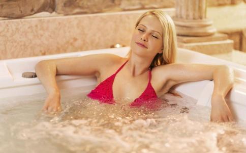 不运动也能瘦身的方法 泡澡减肥的方法有哪些 怎么泡澡减肥