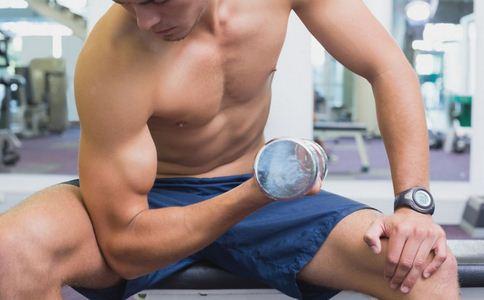 如何锻炼肱二头肌 锻炼肱二头肌的动作有哪些 怎样练肱二头肌