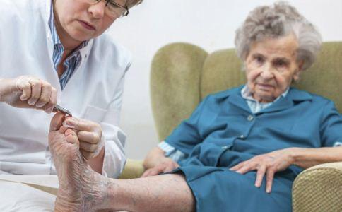 老年人如何保护脚部 老人泡脚的注意事项 老人护脚的方法