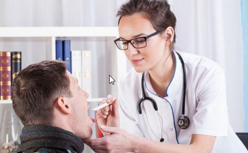 口腔扁平苔癣的治疗方法 口腔扁平苔癣的症状 口腔长癣怎么办