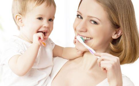宝宝多大应开始刷牙 宝宝多大开始刷牙合适 多大的宝宝开始刷牙