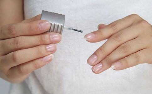 指甲上有竖纹是怎么回事 指甲的变化暗示哪些疾病 指甲日常护理要注意什么