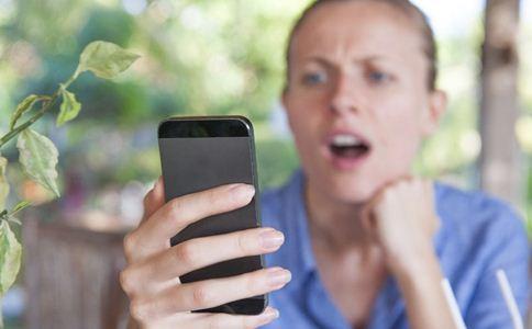 手机脖对颈椎的危害 什么是手机脖 如何预防手机脖