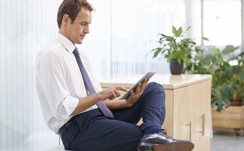 哪些姿势可以缓解疲劳 电脑族的正确姿势 电脑族缓解疲劳的体操