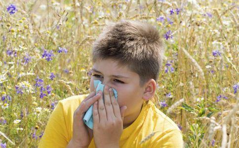 过敏性鼻炎的病因有哪些 导致过敏性鼻炎发生的原因有哪些 过敏性鼻炎的症状是什么