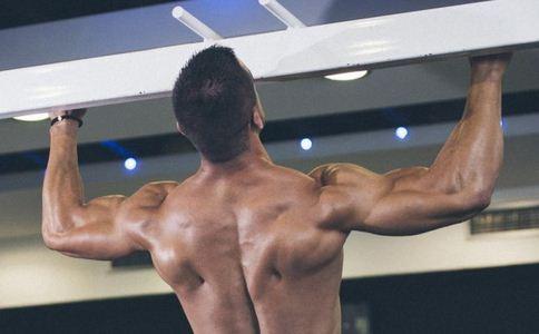 男性在冬季如何健身好 男性冬季健身要注意什么 男性健身主要练什么部位