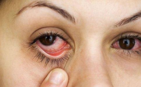 眼底疾病的四大症状表现