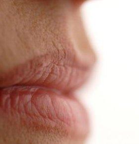 从嘴唇颜色看健康 从唇色看健康 怎么从唇色看健康