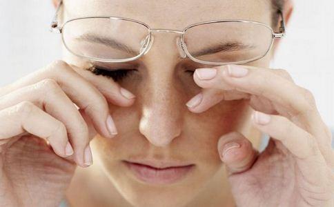 色盲有哪些表现症状 如何治疗色盲 色盲吃什么好