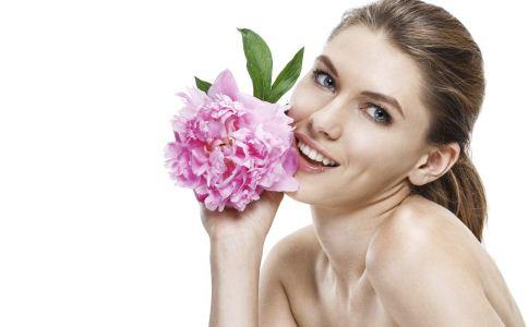 导致皮肤过敏的原因有哪些 皮肤过敏的病因有哪些 皮肤过敏怎么办