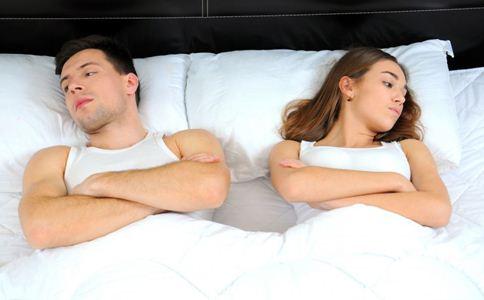 吵架后男人爱你的表现 吵架后怎么看出男人爱你 怎么吵架伤害最小