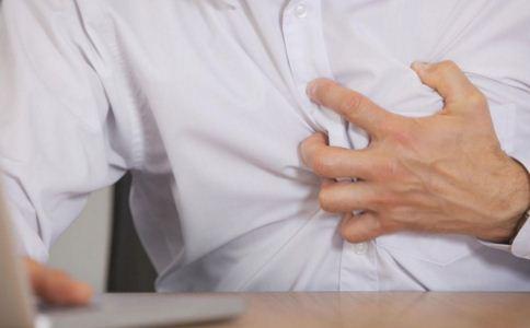 心脏病的征兆有哪些 心脏病发作的急救方法 心脏病发作的症状