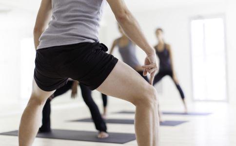 怎么深蹲不会伤害膝盖 如何深蹲好 深蹲有什么好处