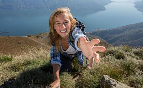 攀岩的基本方法有哪些 什么是徒手攀岩 攀岩手脚如何配合