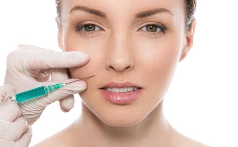 注射玻尿酸有什么好处 注射玻尿酸注意什么 满脸长痘能打玻尿酸吗
