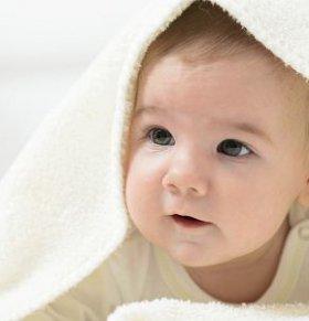 林丹儿子五个月就会翻身了 怎样教宝宝学翻身 宝宝学翻身要注意什么