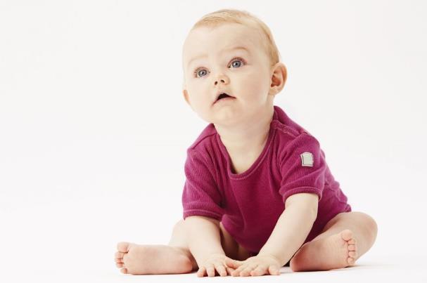 宝宝坐不稳不会爬 孩子发育迟缓怎么办 宝宝身体发育迟缓