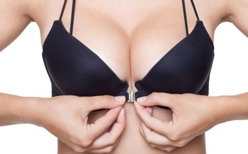 女人穿过紧内衣的危害 女人穿什么内衣好 女人如何选择内衣